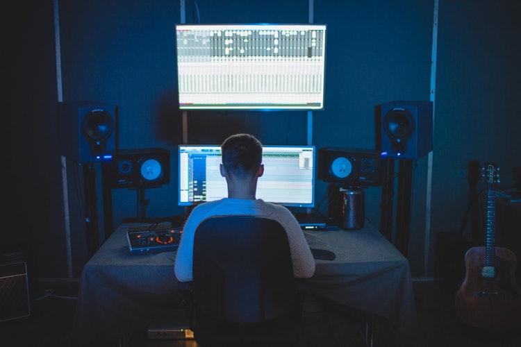 Muitas pessoas têm o sonho de investir no isolamento acústico de sua casa  ou empresa, seja porque elas têm o hábito de tocar algum instrumento e não  querem ... 72025221cf